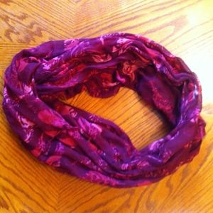 Chatties Red & Pink Feather Pattern Infinity Scarf